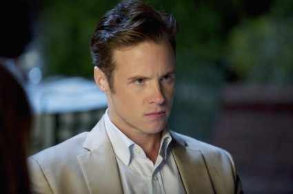 What the heck is Tyler up to on Revenge? [Revenge Tyler 425x282] (IMAGE)