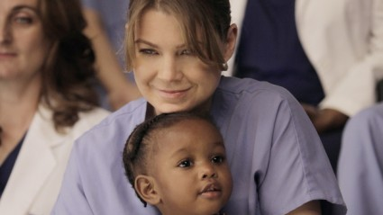 Greys Anatomy   Bailey & Ben bond while Teddy grieves [meredith and zola 425x239] (IMAGE)